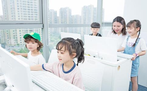 让孩子学习少儿编程课程有哪些特别的好处?